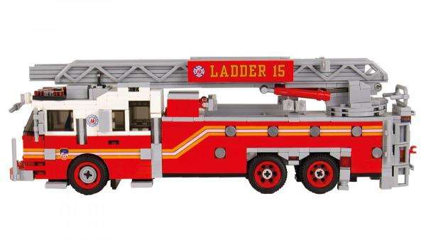 Seagrave Rearmount Ladder red/white