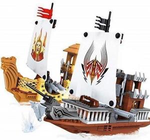 Pirat boat vs Royal lion