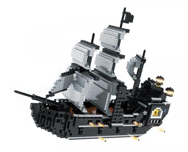 Pirateship in black