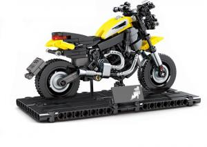 Motorcycle in black/yellow