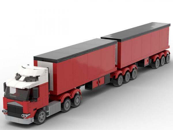 Weiß roter LKW mit 2 Anhängern