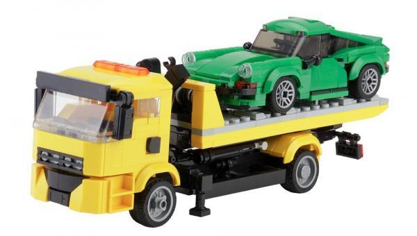 Abschlepper mit Grünem Sportwagen