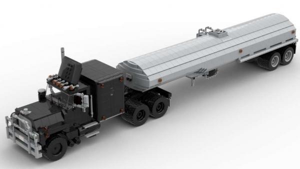 Klassischer schwarzer LKW mit Trailer